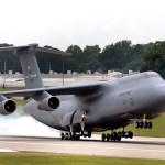 USAF suspende voos de parte da frota de C-5 Galaxy
