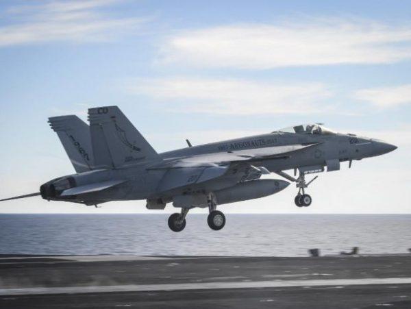 f 18 uss nimitz 622x468 600x451 - Acidente com Super Hornet no Bahrein