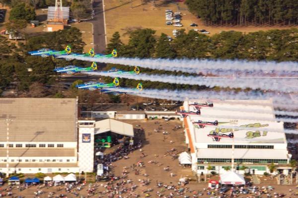 """i17817105356173351 600x400 - IMAGENS: Veja como foi o excelente """"Domingo Aéreo"""" realizado na Academia da Força Aérea"""