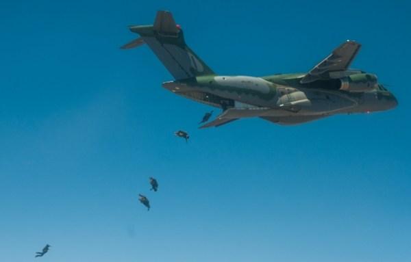 1506429297 008 600x383 - Exército Brasileiro divulga as imagens dos testes com o KC-390