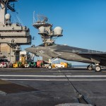 Porta-aviões USS Carl Vinson conduz operações de voo com caça F-35C