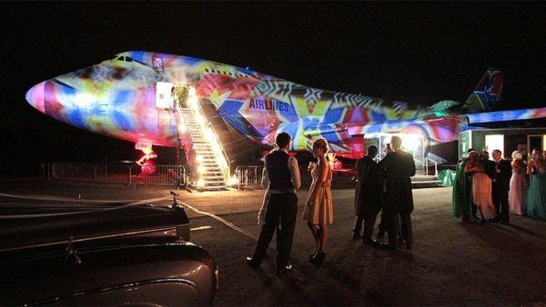 1514051443422 600x338 - IMAGENS: Um Boeing 747 usado para festas na Inglaterra