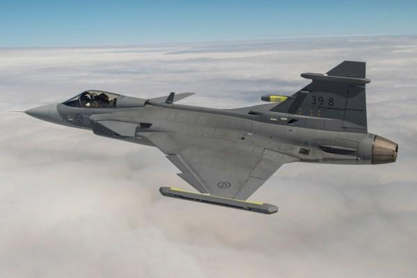 """SKA6774 600x400 - BRASIL: """"Gripen será uma revolução"""", diz Senadora Ana Amélia em visita à FAB"""