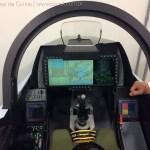 Saab apresenta simulador do Gripen E com o Wide Area Display em feira na Índia