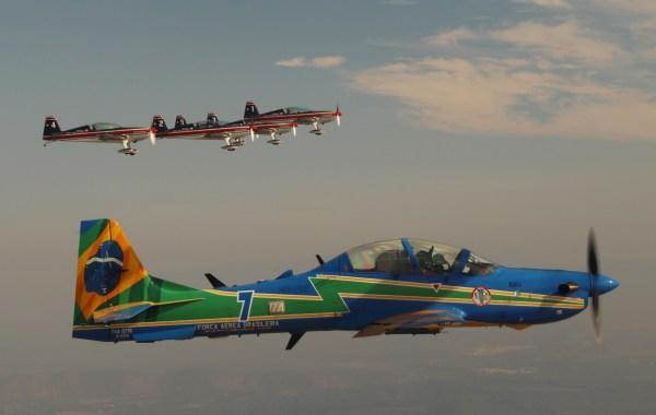 IMG 9600 600x380 - FIDAE: Aeronaves da Esquadrilha da Fumaça e dos Halcones voam juntas