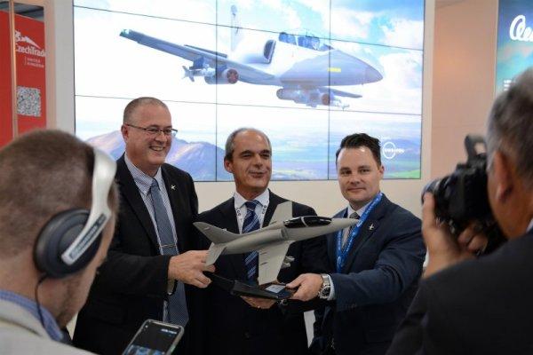 aero02 600x400 - FARNBOROUGH: AERO e RSW fecham acordo para 12 novos jatos L-39NG