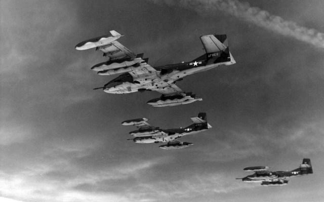 """A 37B - """"A"""" de ataque: Cessna A-37 Dragonfly"""