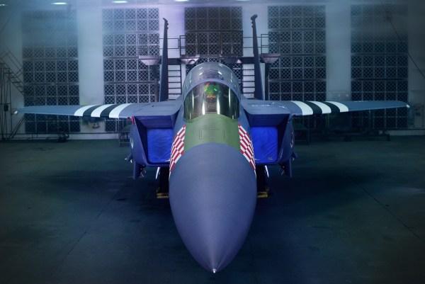 190130 F QP712 0004 600x401 - IMAGENS: USAF pinta F-15E nas cores de um P-47 usado na Segunda Guerra Mundial