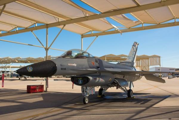 190123 F AP587 0003 600x401 - IMAGENS: USAF apresenta F-16 com esquema de pintura vintage