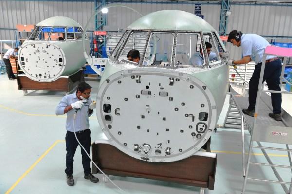 235496 1 600x400 - IMAGEM: Primeiras seções de fuselagens para jatos executivos Dassault Falcon 2000 são produzidas na Índia