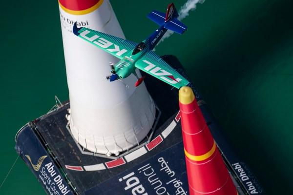 AR AE MURO JM 5509 0 600x400 - RED BULL AIR RACE: Piloto japonês encontra a magia para vencer na abertura da temporada 2019
