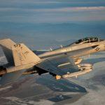 Raytheon recebe contrato da Marinha dos EUA para upgrade de sensores táticos dos Super Hornets e Growlers