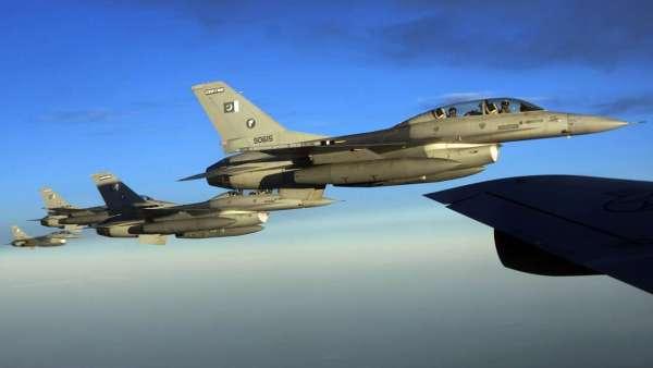 797184 pakistan air force f 16 600x338 - EUA exigem saber se o Paquistão usou um F-16 para derrubar um jato de combate indiano