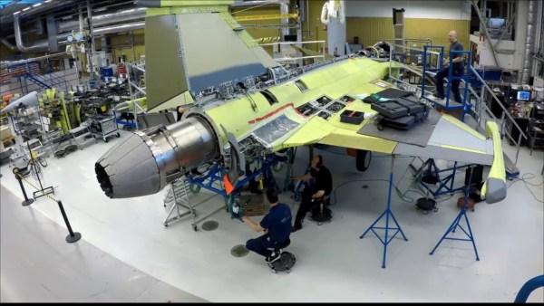 351D4A20 810C 4989 BA6B 55DBF480C5E6 600x338 - Primeiro voo do modelo brasileiro do F-39 Gripen deve ocorrer este ano