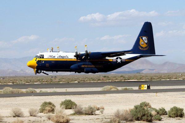 "maxresdefault 3 e1490633370936 600x399 - Equipe Blue Angels se despede do C-130T ""Fat Albert"""