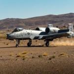 IMAGENS: Aeronaves A-10 realizam pousos e decolagens em pistas de terra