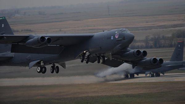 B 52 engine 600x338 - Legisladores dos EUA querem detalhes do trabalho de reengenharia do B-52 antes de conceder financiamento