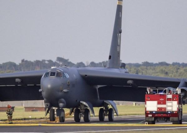 image 8 600x428 - Bombardeiro B-52H faz pouso de emergência no Reino Unido