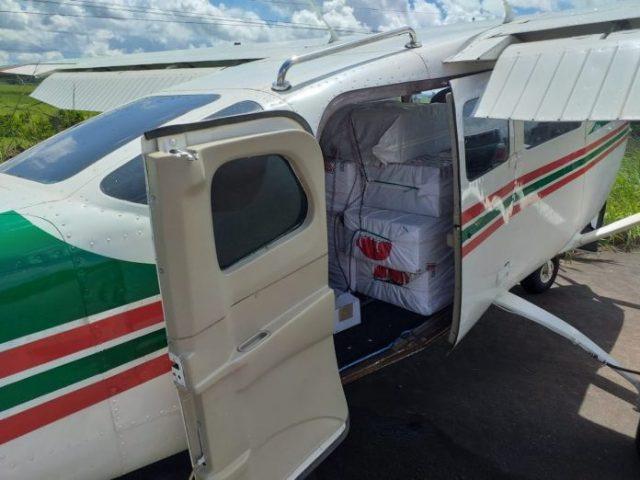 aviao 696x522 - VÍDEOS: Aeronave com drogas interceptada pela FAB faz pouso forçado em rodovia