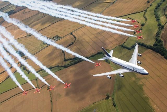 britishairways 216861070989767 - RIAT: Red Arrows voam em formação com 747 da British Airways pintado nas cores da BOAC