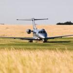 Pilatus PC-24 pousa na pista de grama do Festival de Velocidade de Goodwood