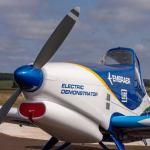 IMAGENS: Embraer revela aeronave demonstradora com propulsão elétrica