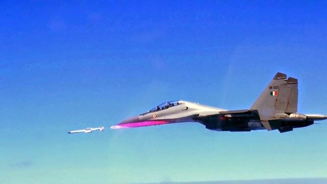 Su 30 firing Astra - Índia conclui desenvolvimento do míssil ar-ar BVR Astra