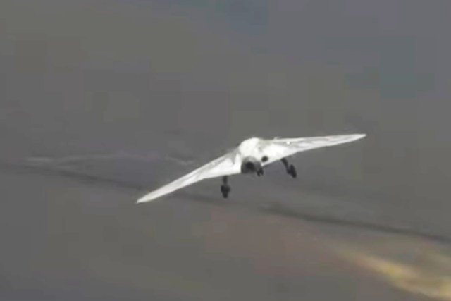 "c6f3885a04004176acdb5732ba172fb2 - VÍDEO: Primeiro voo do drone de combate stealth russo ""Hunter"""