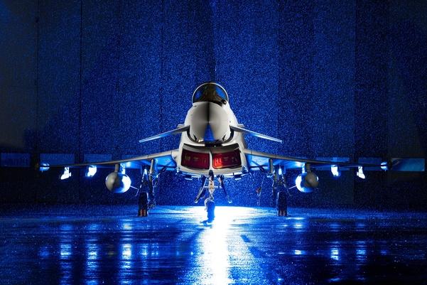 1434638744762 - Avançado Typhoon entregue à Real Força Aérea Britânica