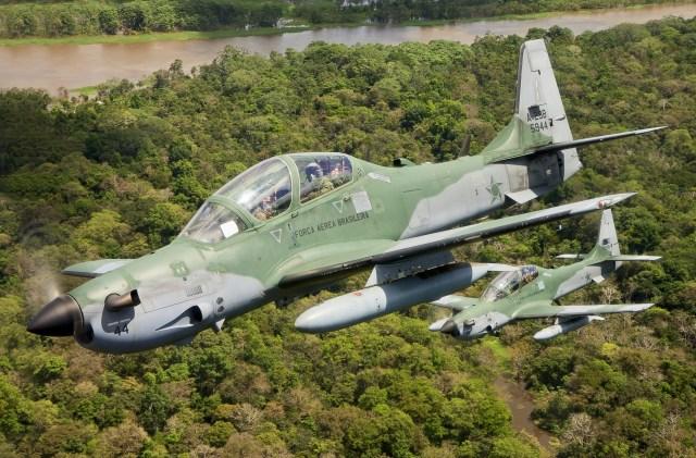 7697898544 8472277be9 k - Embraer A-29 completa 15 anos de operação na FAB