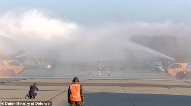 """20471936 7638843 image a 22 1572607161468 - Após """"batismo de espuma"""", primeiro F-35A holandês ficará fora de voo por três semanas"""