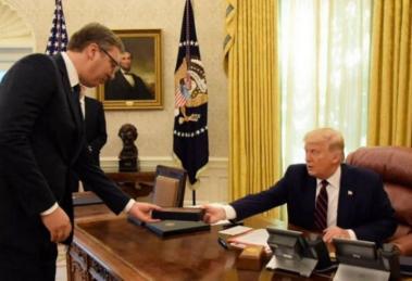 Hit na društvenim mrežama: Vučić ukrao olovku Trumpu u Bijeloj kući