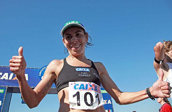 La atleta de Brasil Conceicao Maria Carvalho, ganadora con un tiempo de 2 horas 53 minutos 15 segundos