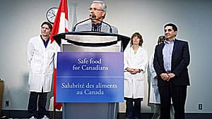 Agriculture Minister Gerry Ritz, left, and Canadian Food Inspection Agency president George Da Pont, right, take questions about how E. coli-tainted meat from XL Foods in Brooks, Alta., got into the food supply.