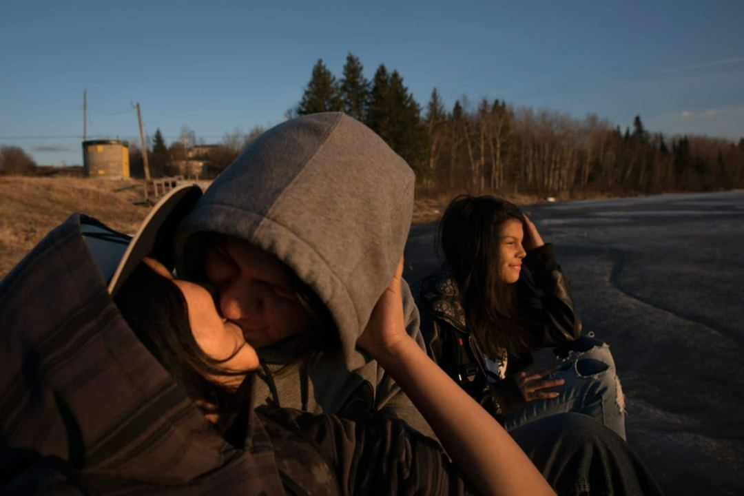 Grassy Narrows youth enjoying the outdoors. (Ed Ou/CBC)