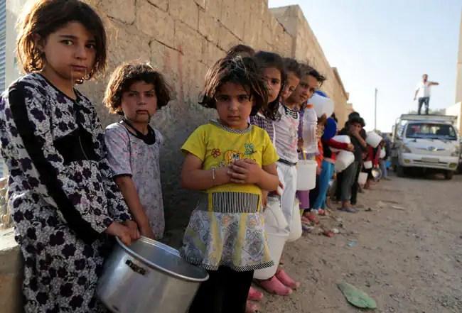 syria-children-getty-food-line-mezar.jpg