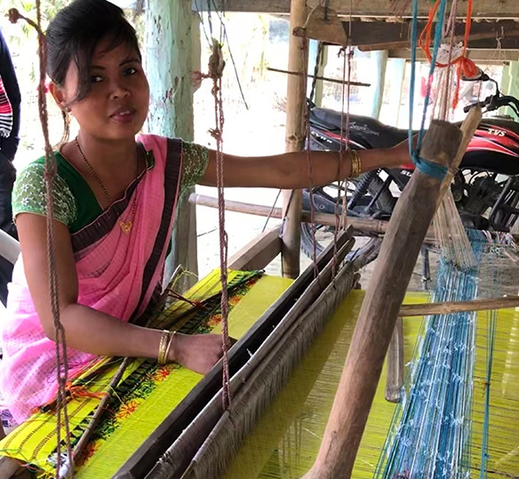 Photo of an Indian woman using a loom