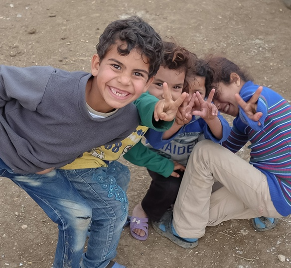 Photo of Lebanese children giving peace signs and smiling