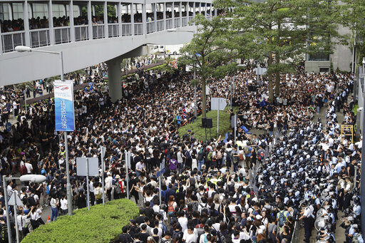 Hong Kong Protesters Vow To Keep Fighting Extradition Law Cbs 17