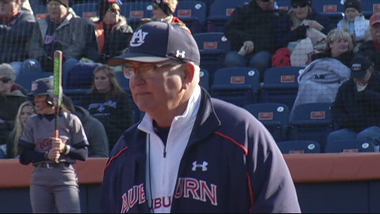 Clint Myers Auburn Softball_152375
