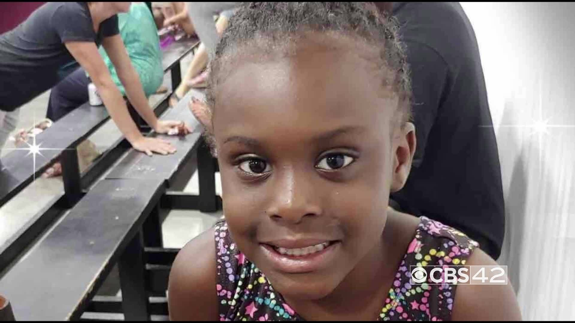 """""""I'M A SURVIVOR"""": A 1st grader at McAdory Elementary School keeps her head high while battling cancer"""