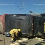 Vuelca camión en Uruapan