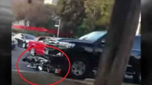 VIDEO: Supuesta camioneta de la SRE arrolla motocicletas
