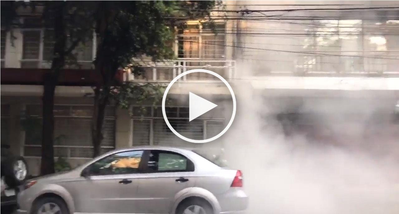 Tras sismo se cae fachada de un edificio en la Condesa