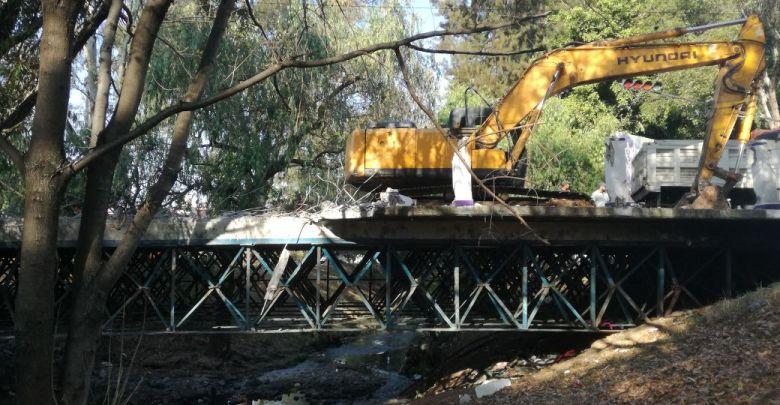 Avanza la demolición del puente de la calle Vicente Santa Maria