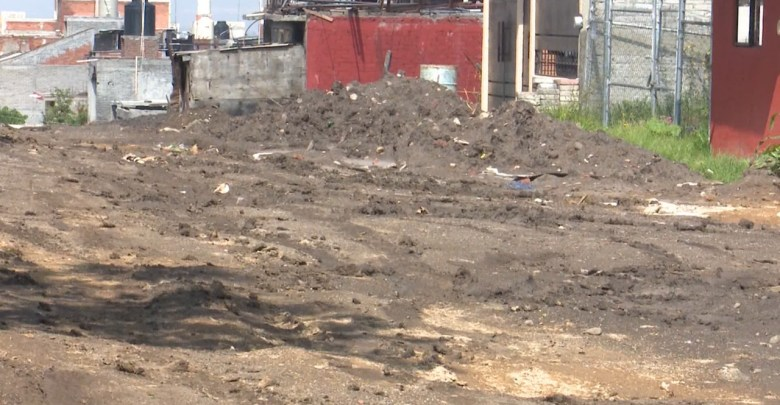 Vecinos piden pavimentar calles en la colonia Isaac Arriaga