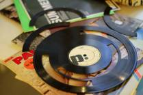 Ishac Bertran's project, cutting samples from vinyl records