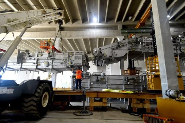 cranes lifting assembly machinery