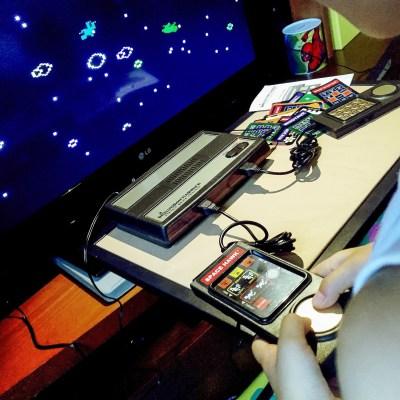SPACE HAWK: un gioco tostissimo... Una specie di ASTEROIDS con un pizzico di Astrosmash a 360 gradi.