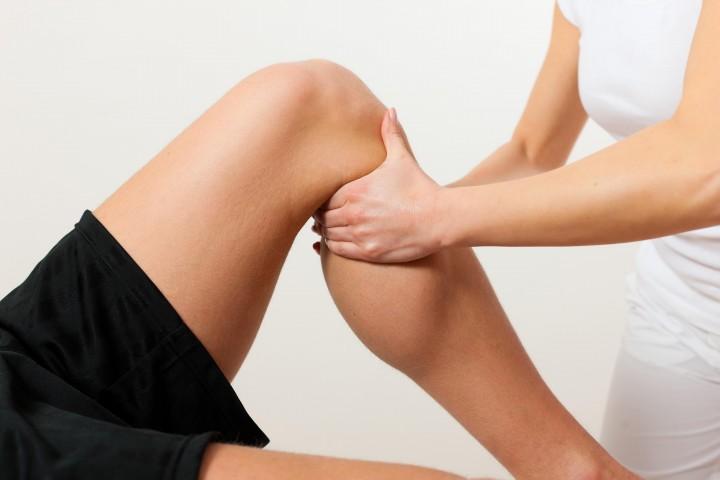 El-masaje-deportivo-hace-bien-a-la-rodilla.-720x480